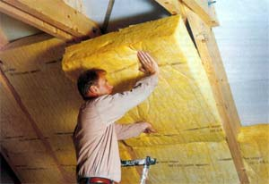 Процесс утепления крыши минеральной ватой