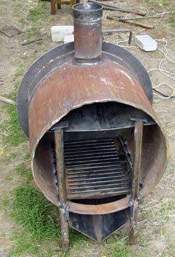 Печь самодельная, сваренная из трубы и листового железа
