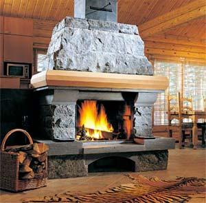 Камин в интерьере деревянного дома